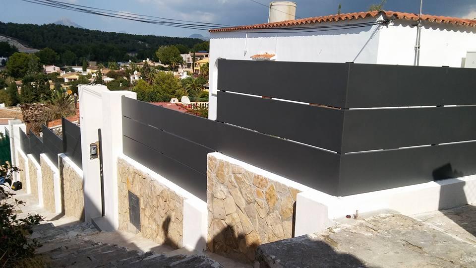 Cerramiento carpinteria de aluminio gris forja en chalet