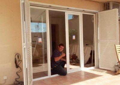 Puertas y persianas blancas