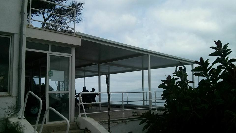 Terraza con cubierta Cristaleria Leon